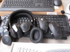 2x Keyboards with 2x gaming headsets, headsets are damaged and keyboards are untested.