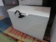 HiSense freezer chest, Powers on and the fan sounds like its working but it doesnt get cold
