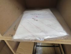 | 1X | SWOON BOOLE PINK KINGSIZE | UNCHECKED AND PACKAGED | RRP - |