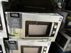 5x 700W Microwave Ovens - Cream - Unchecked & Boxed - RRP £50 - Total lot RRP £250 - Load Ref