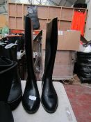 Unbranded - Womens Black Boots - Size 6.5 - Unused.
