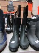 Mens Green & Black Boots - Size 41 - Unused.