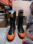 Joltic - Green & Orange Boots - Size M - Unused.