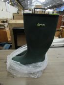 1X PAIR OF FORTEC WELLINGTON BOOTS - SIZE 6 - LOOK TO BE UNUSED