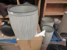 | 1X | COX AND COX SET OF 3 ZINC PLANT POTTERS | HAS A DENT | PALLET REF AP-A-30 | RRP £185 |