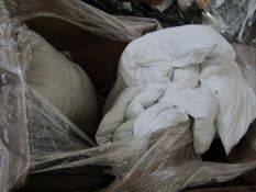 PALLET OF DUVETS AND PILLOWS (ABOUT 8) LOOK UNUSED BUT MAY HAVE DIRT MARKS ON THEM