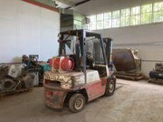 Nissan UJ02A25U Gas Operated Fork Lift Truck