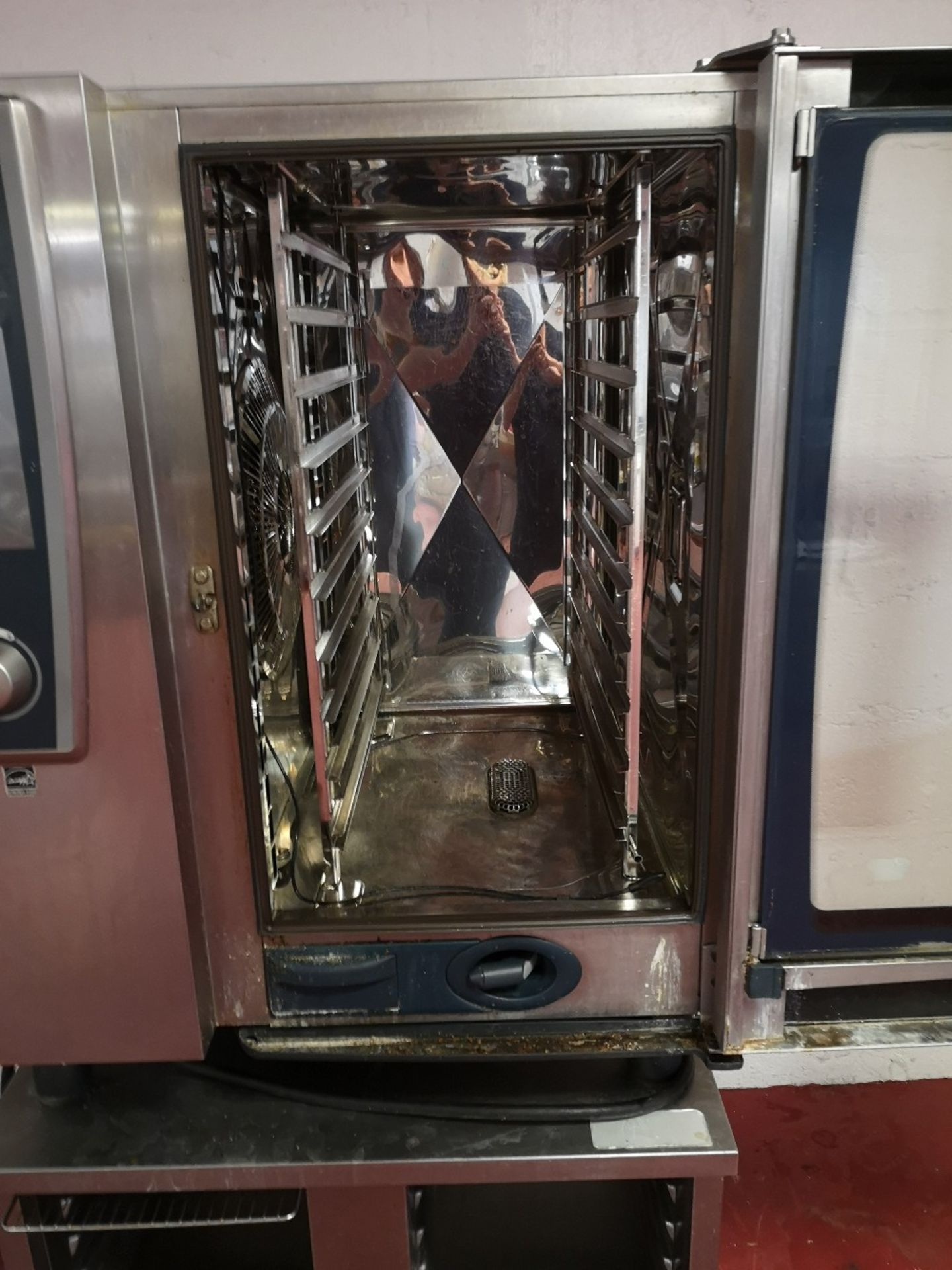 Rational SCCWE101 5 Senses 10 grid Electric Combination Oven on Mobile Stainless Steel Stand - Image 4 of 5