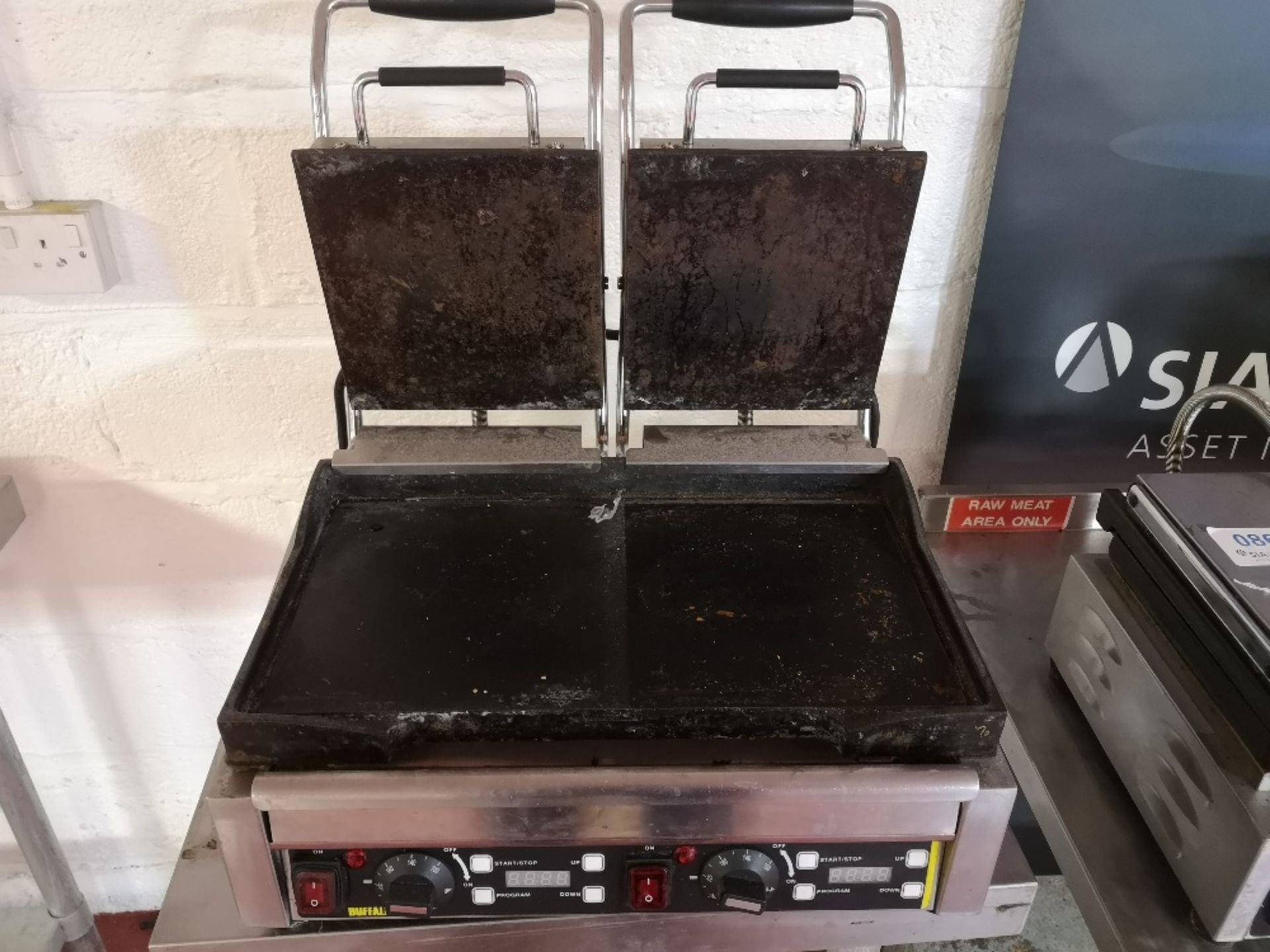 Buffalo L553-B-03 Double Contact Grill - Image 4 of 5
