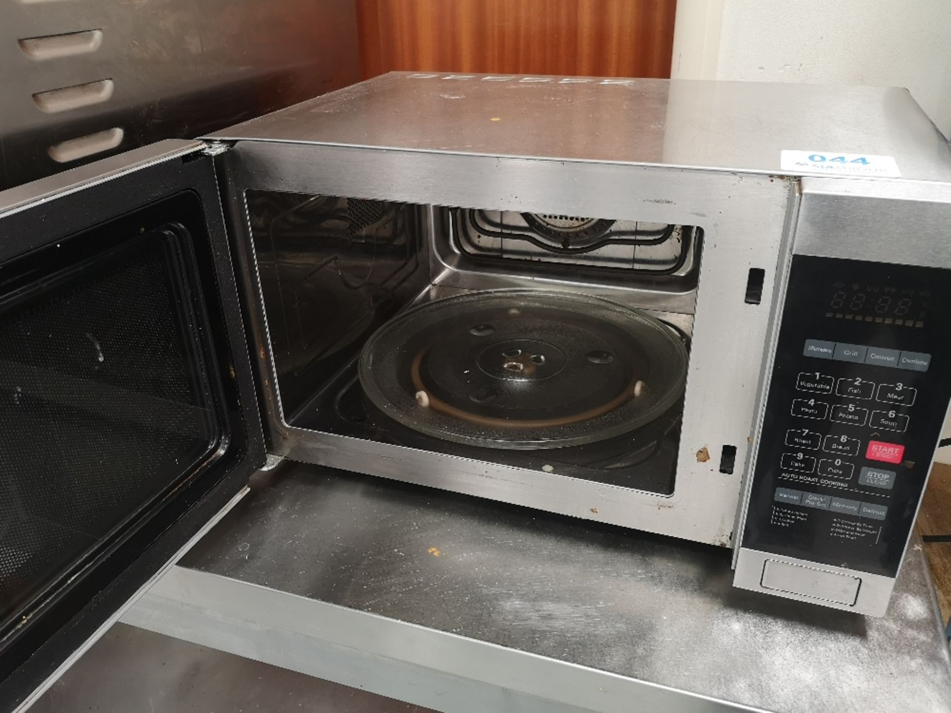 Commercial Microwave Oven - Image 3 of 3