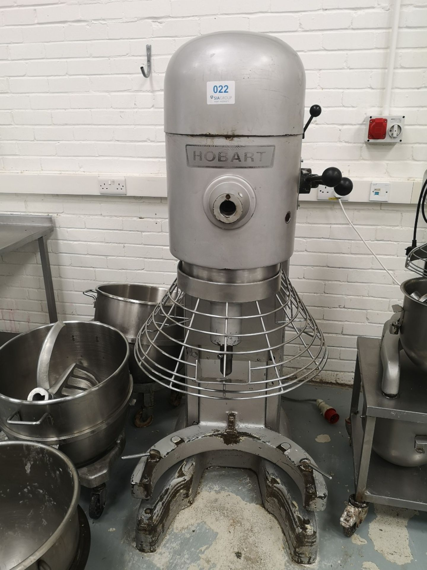 Hobart M802 80 QRT Planetary Mixer with (3) Mixing Bowls