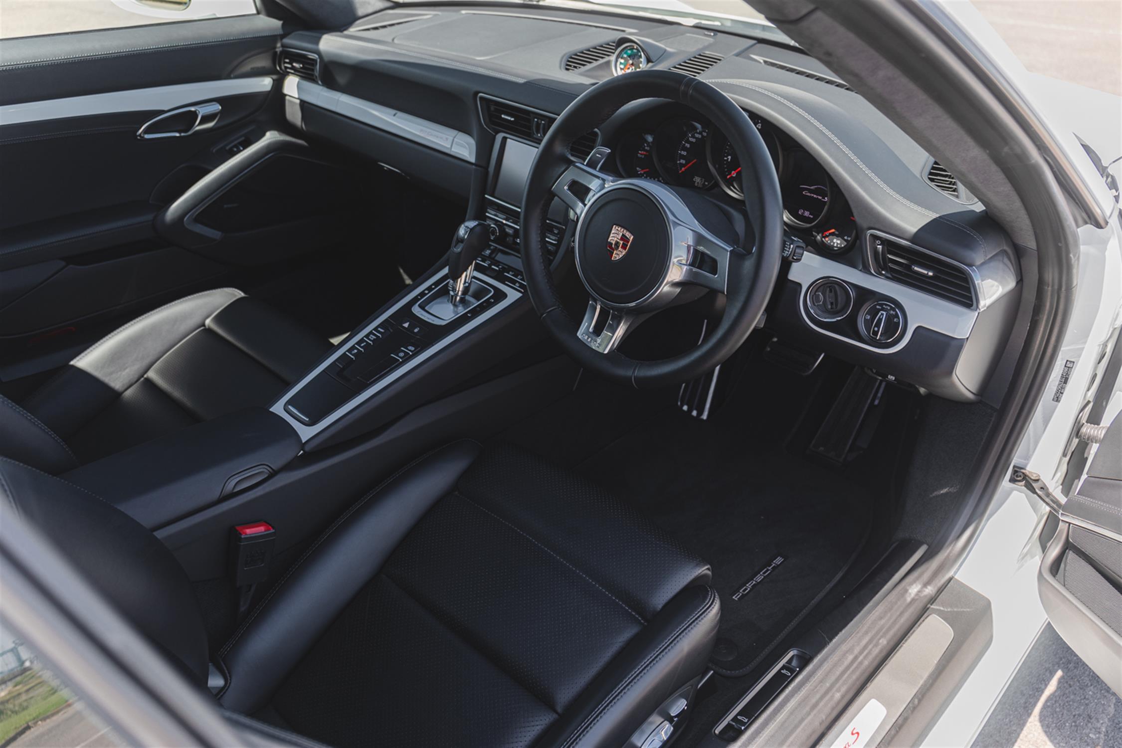 2014 Porsche 911 (991) 3.8 Martini Racing Edition (RHD) - Image 6 of 10