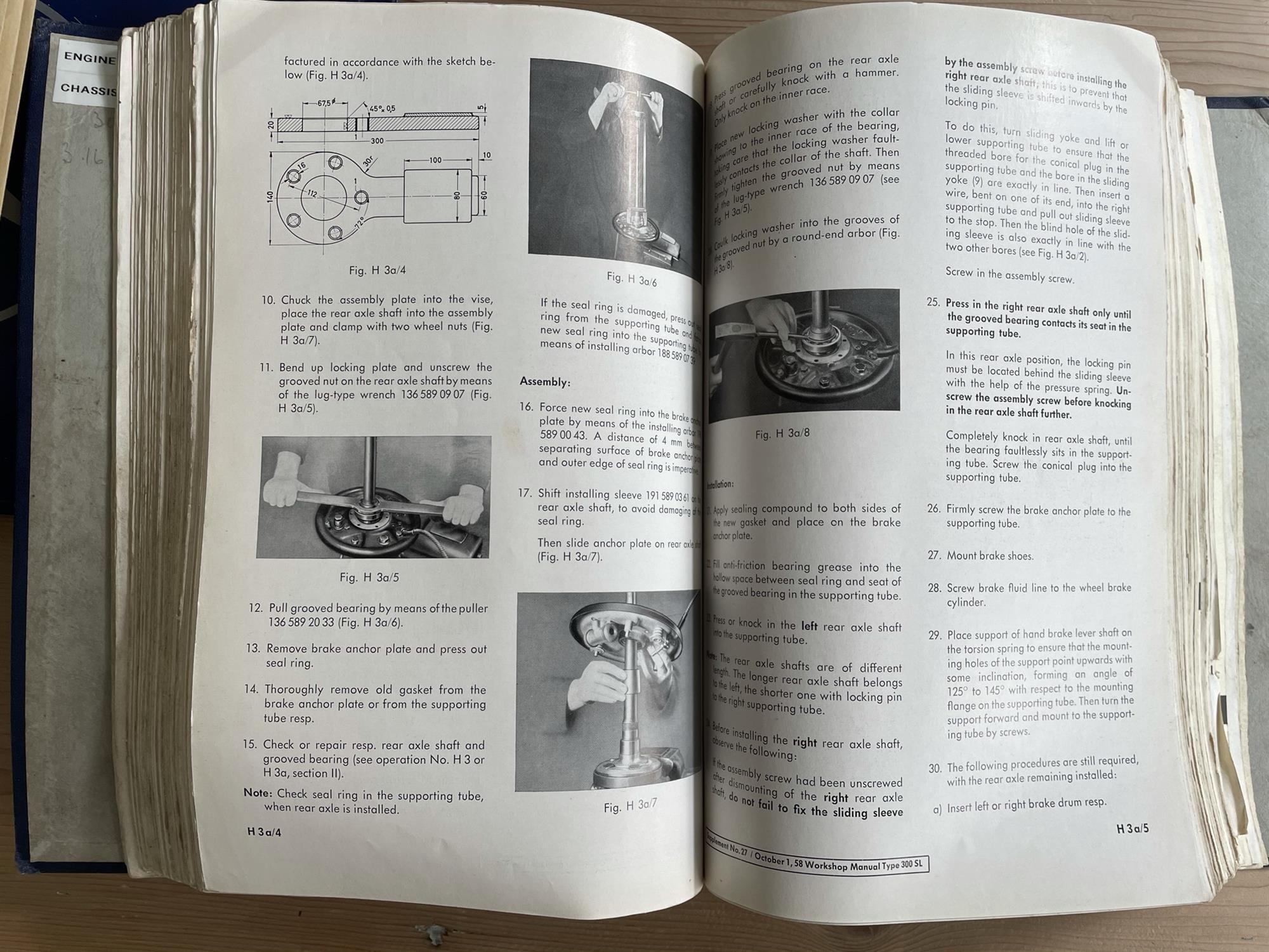 Very Rare Mercedes-Benz 300 SL Manuals etc - Image 3 of 7