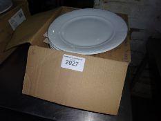 Twelve Villeroy & Boch round dinner plates.
