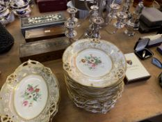 Chinaware, decorative accessories and other items.