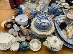 Large quantity of assorted china
