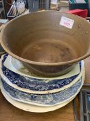Copper preserving pan, together with five assorted platters