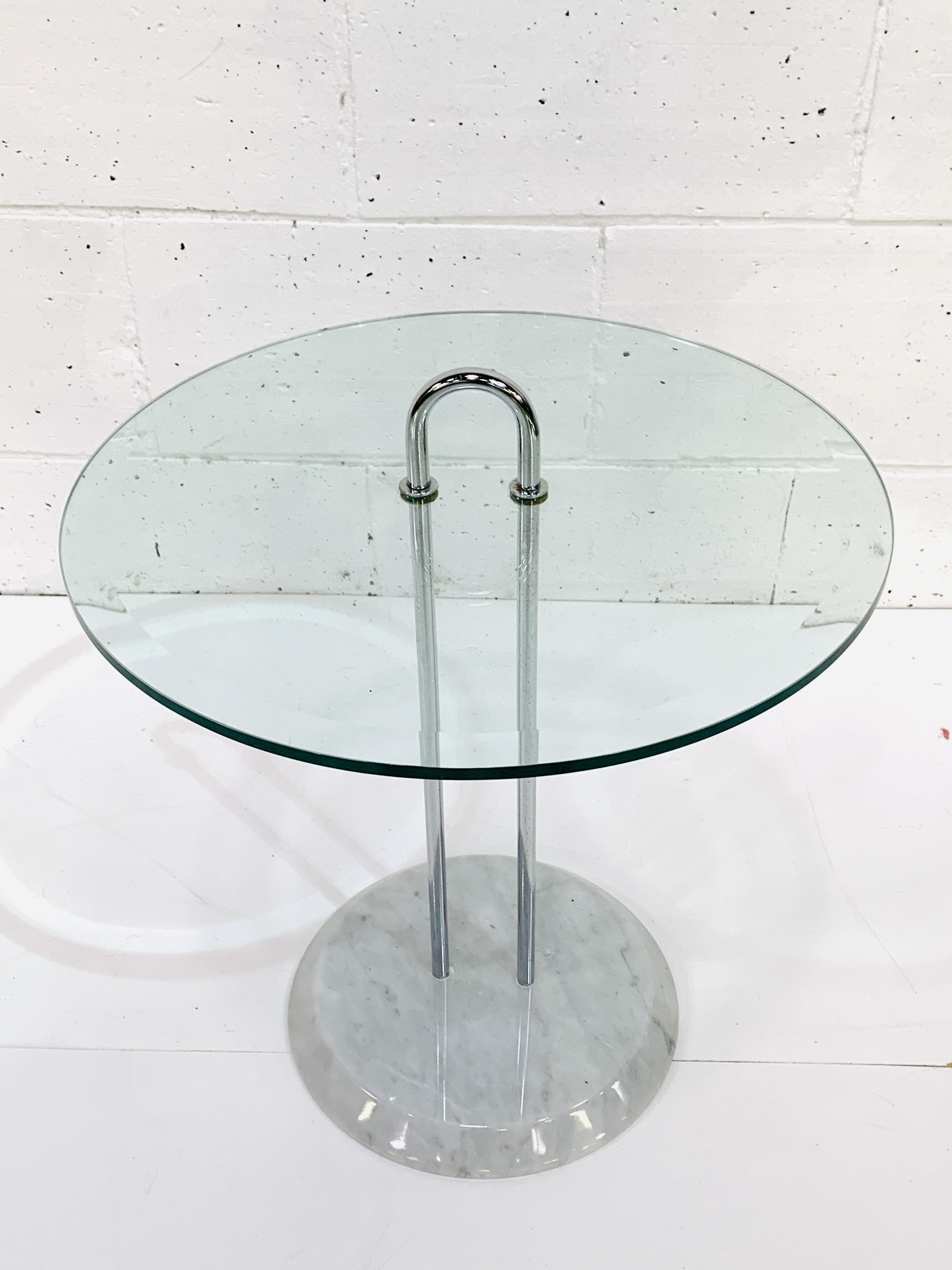 Circular bevelled edge glass top side table - Image 3 of 3