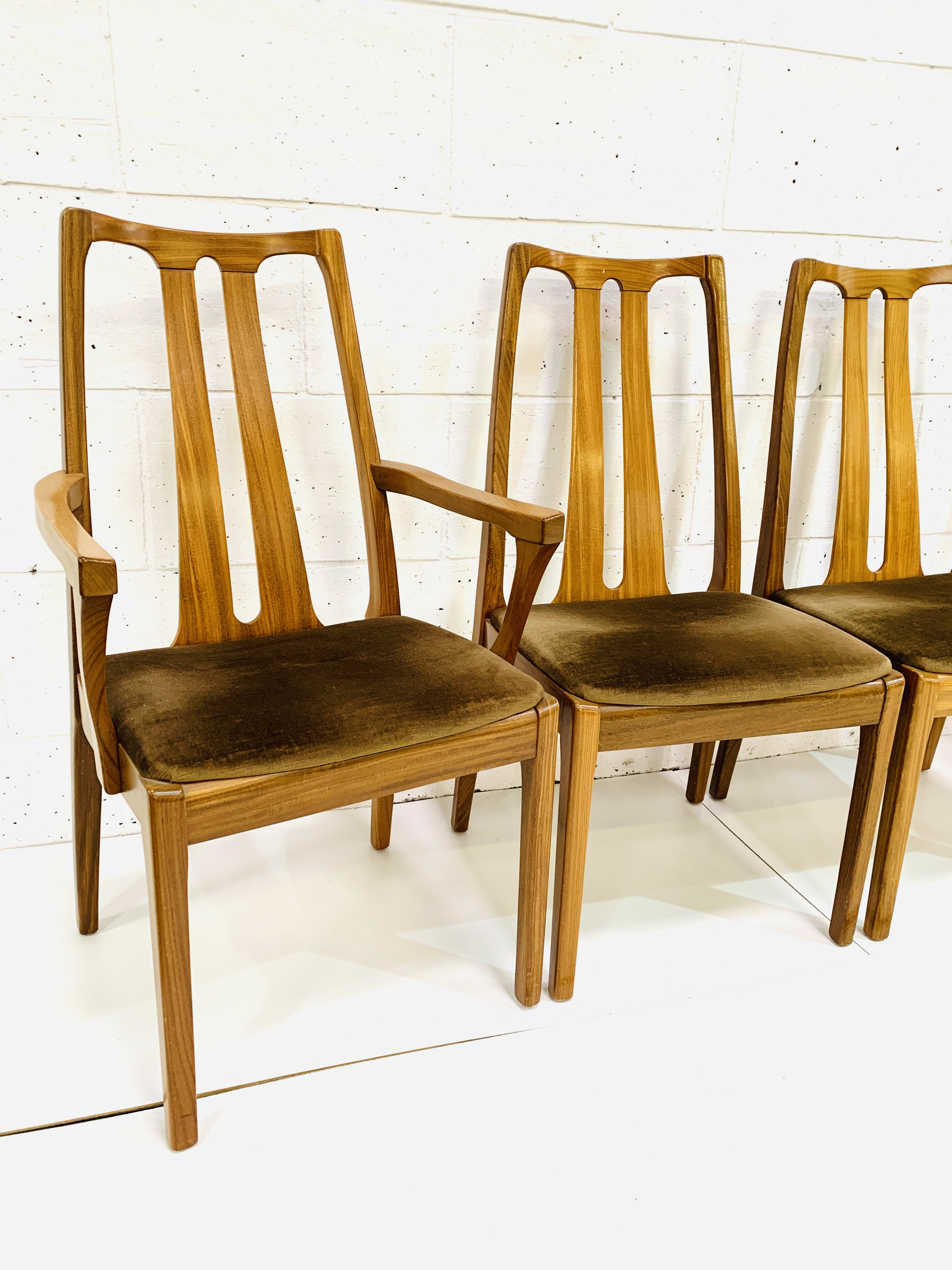 Group of four Nathan Furniture chairs - Image 5 of 6