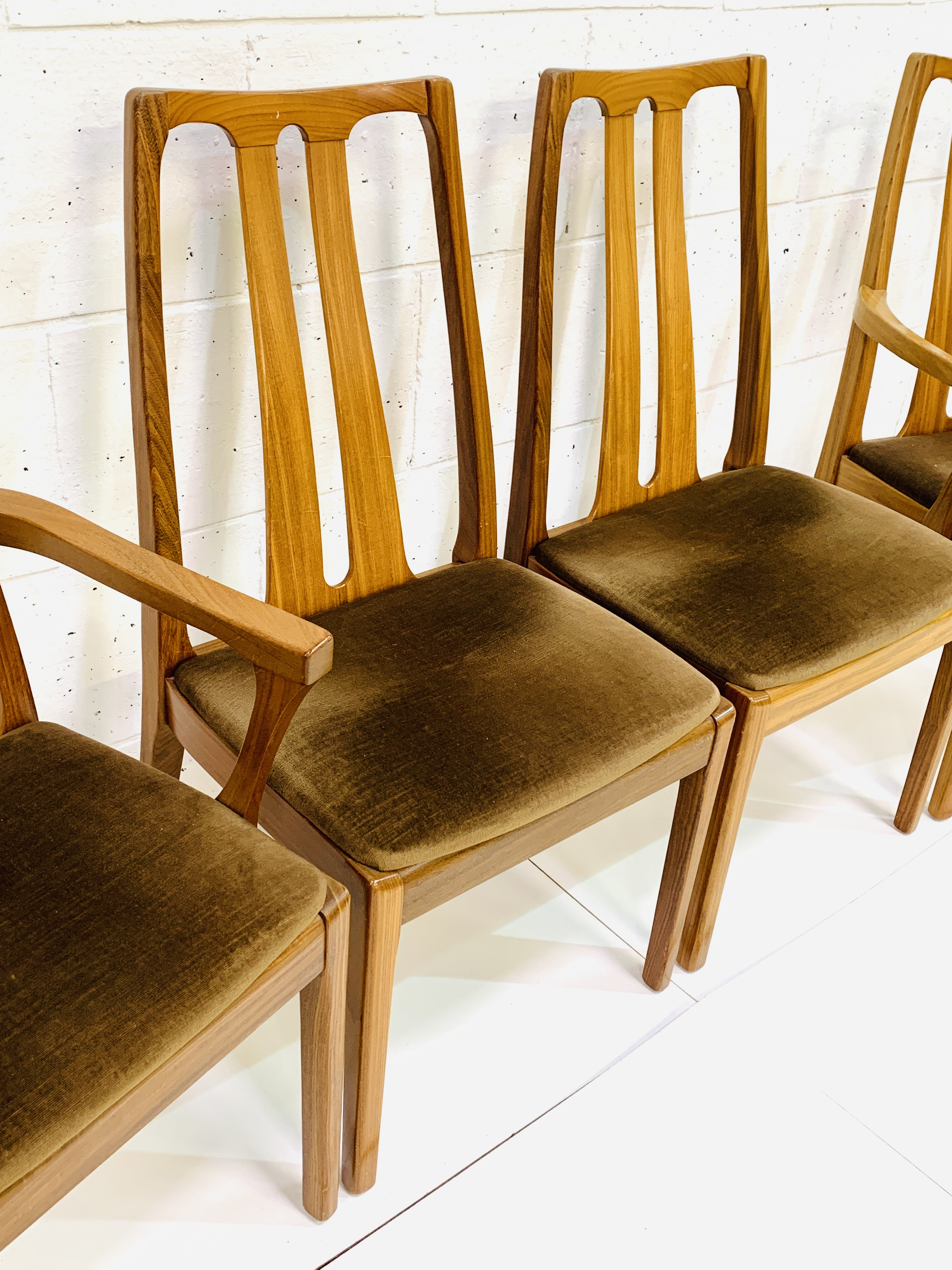 Group of four Nathan Furniture chairs - Image 4 of 6