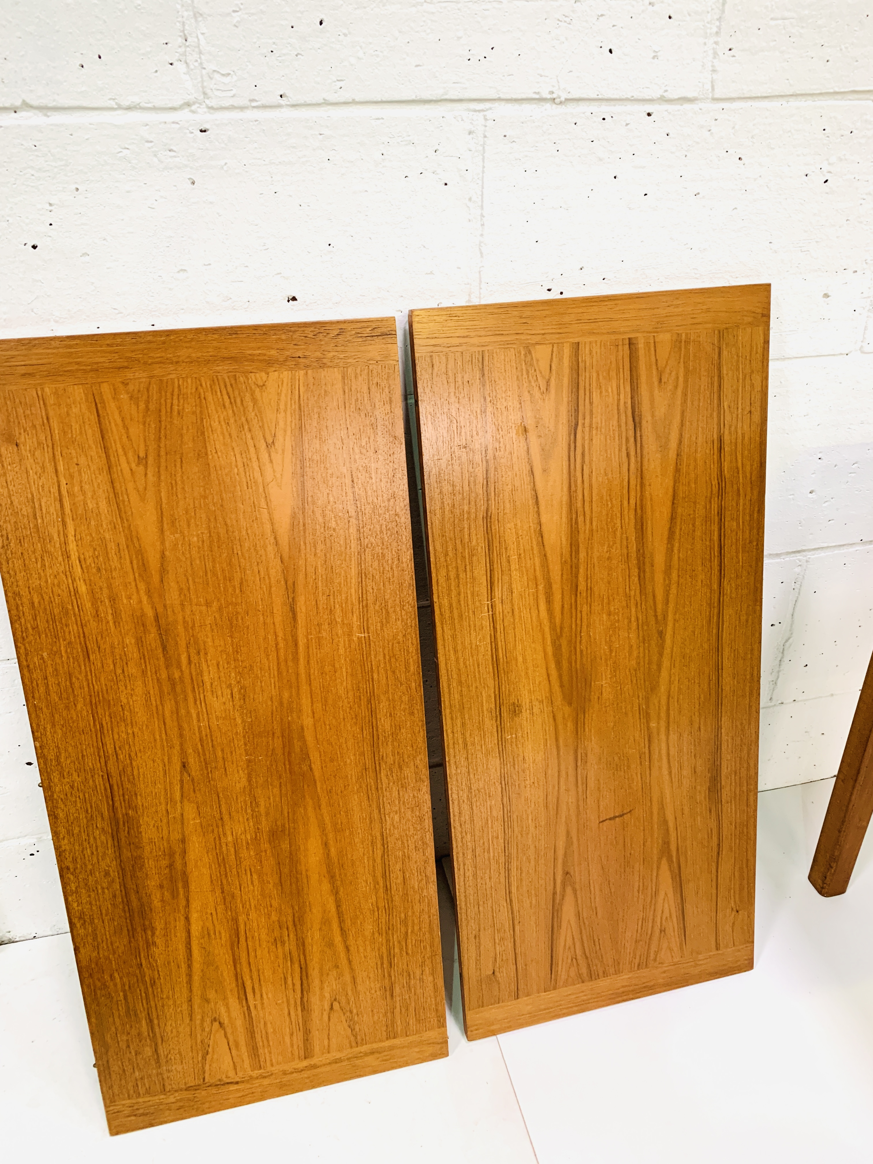Teak extendable dining table - Image 4 of 4
