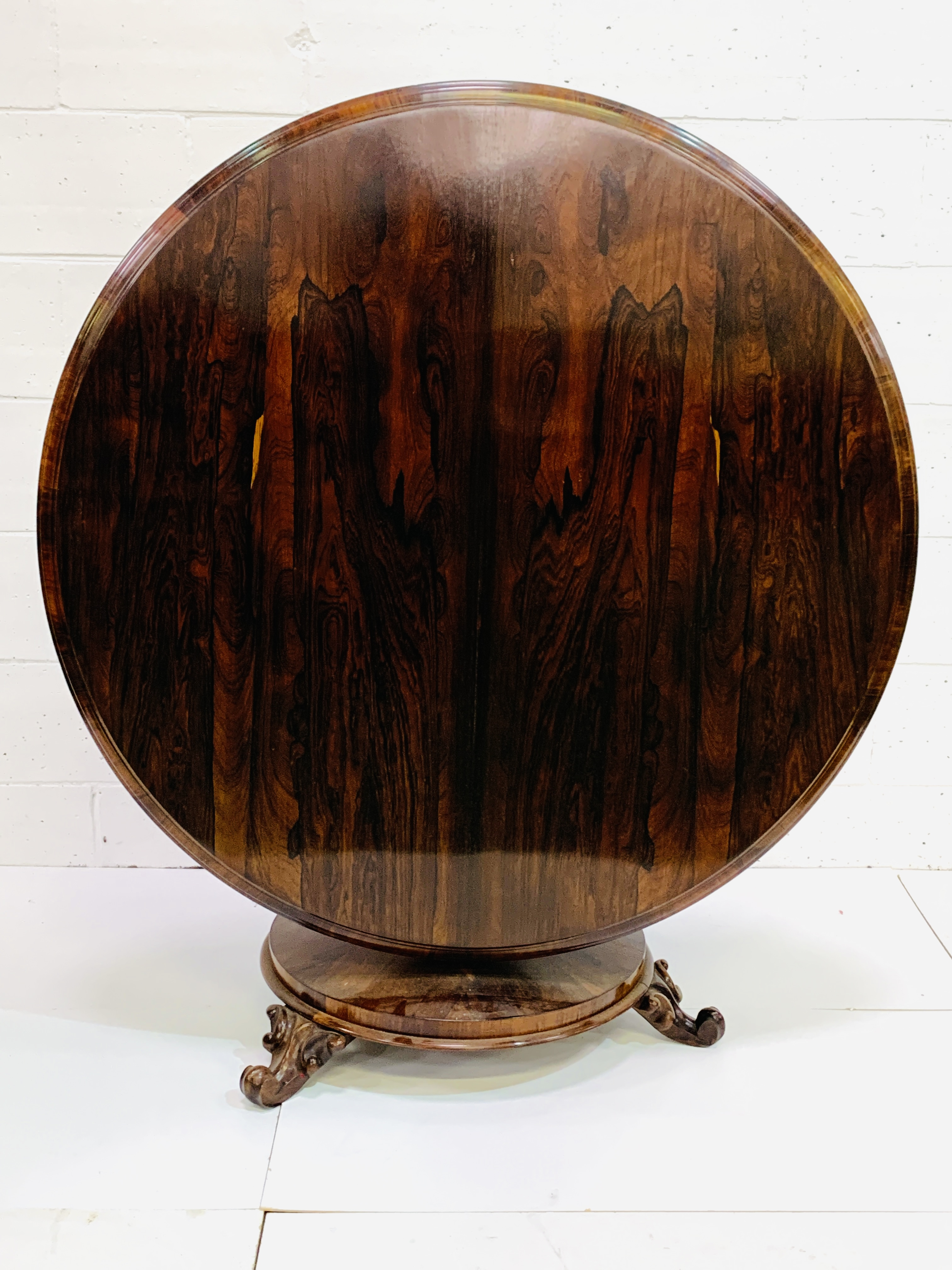 Victorian circular Rosewood tilt top table - Image 9 of 9