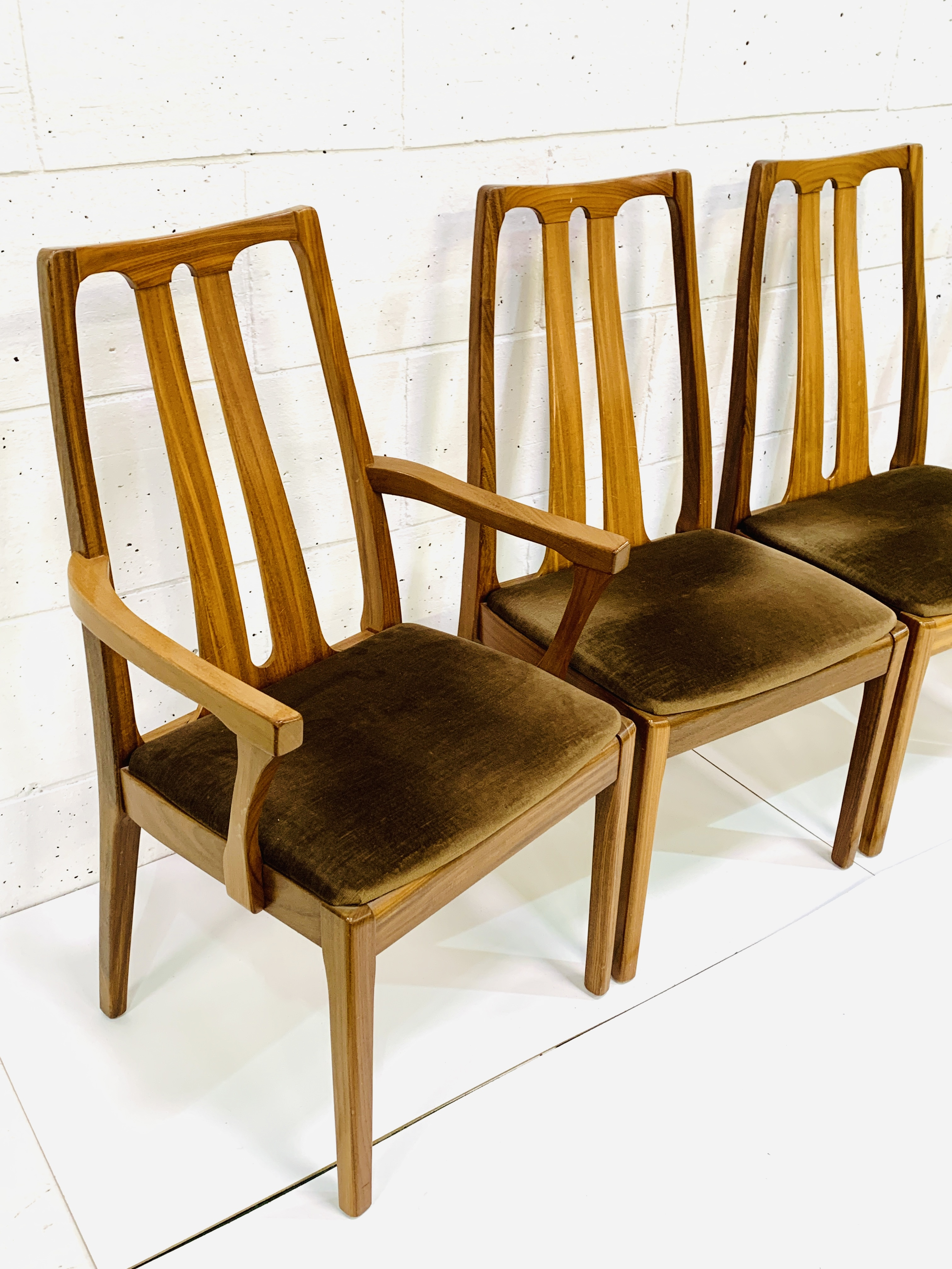 Group of four Nathan Furniture chairs - Image 3 of 6