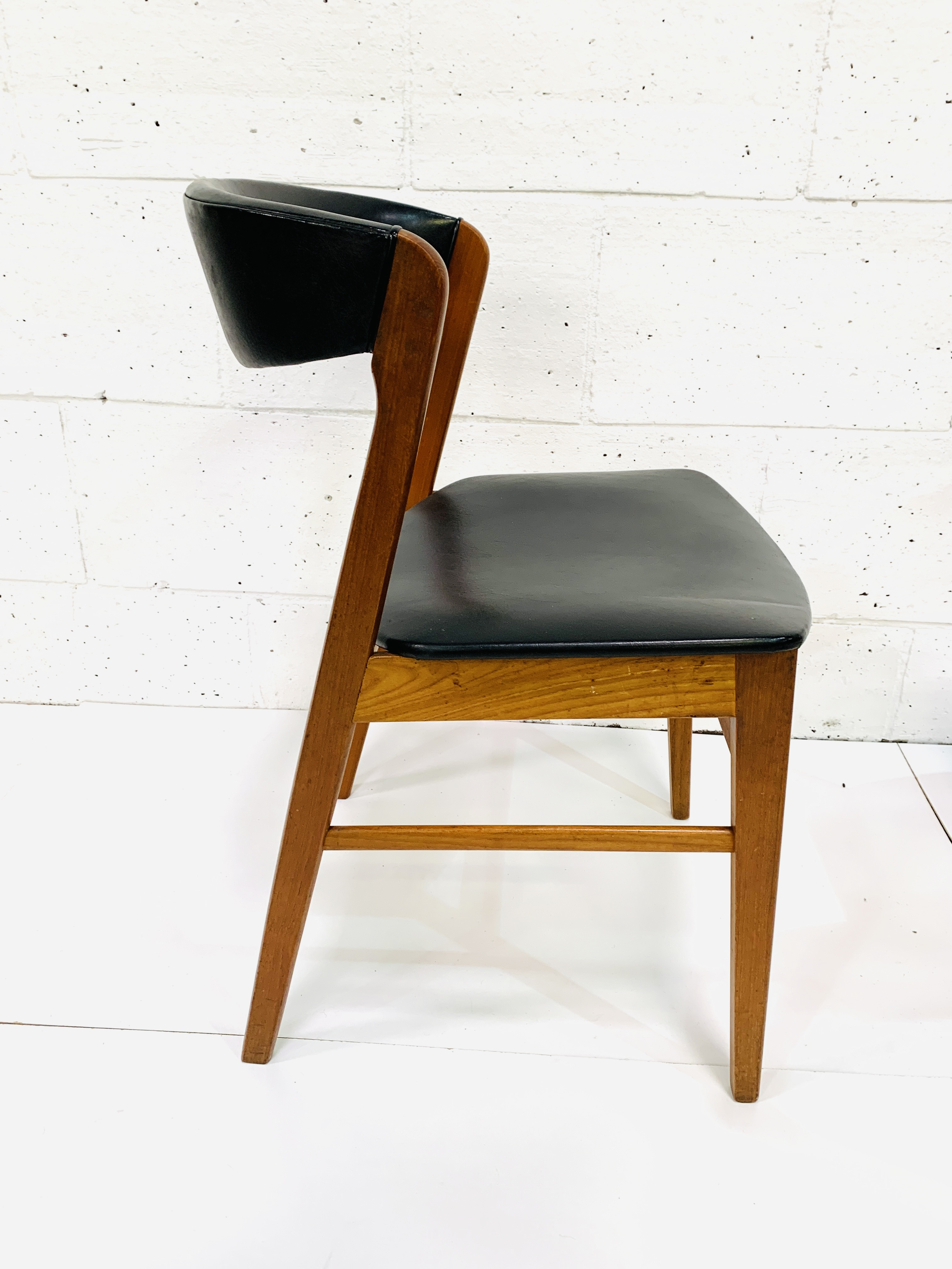 Six 1960's teak framed chairs - Image 6 of 7
