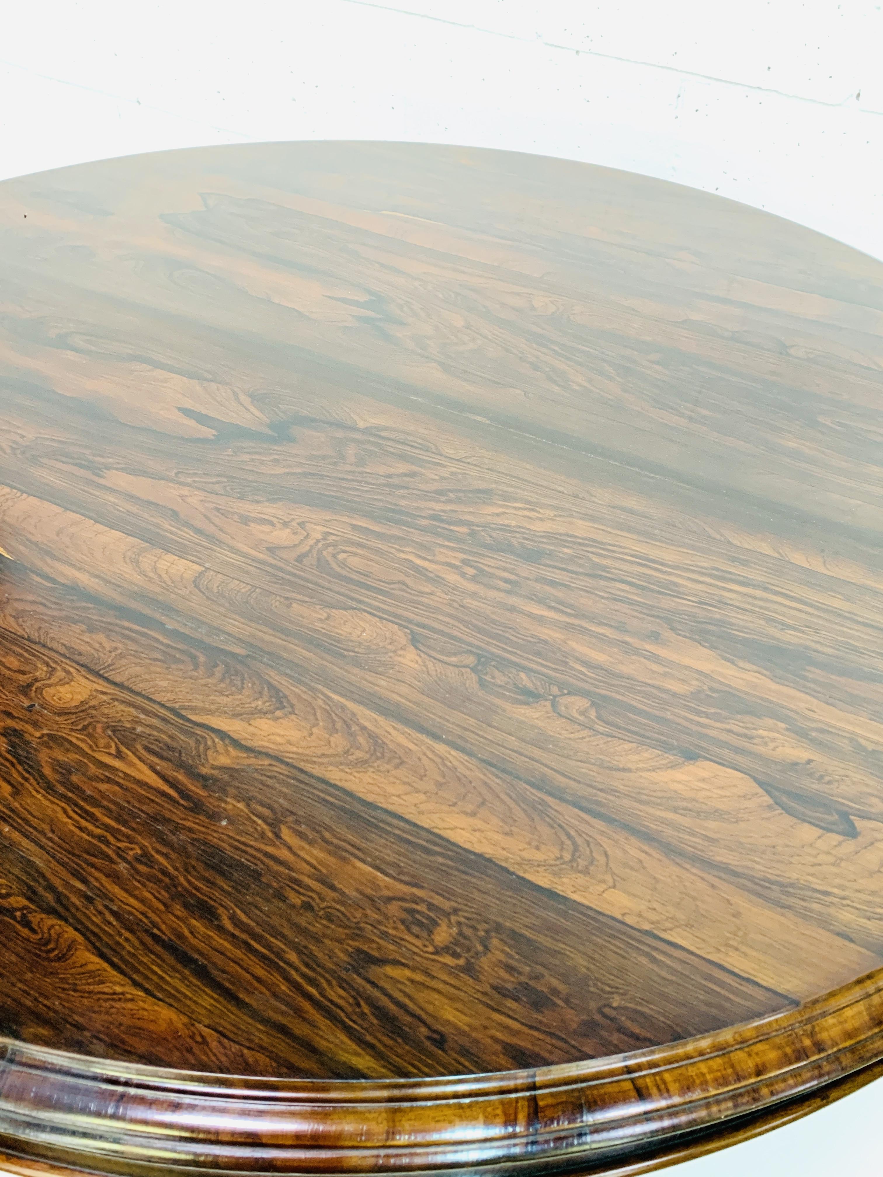 Victorian circular Rosewood tilt top table - Image 5 of 9