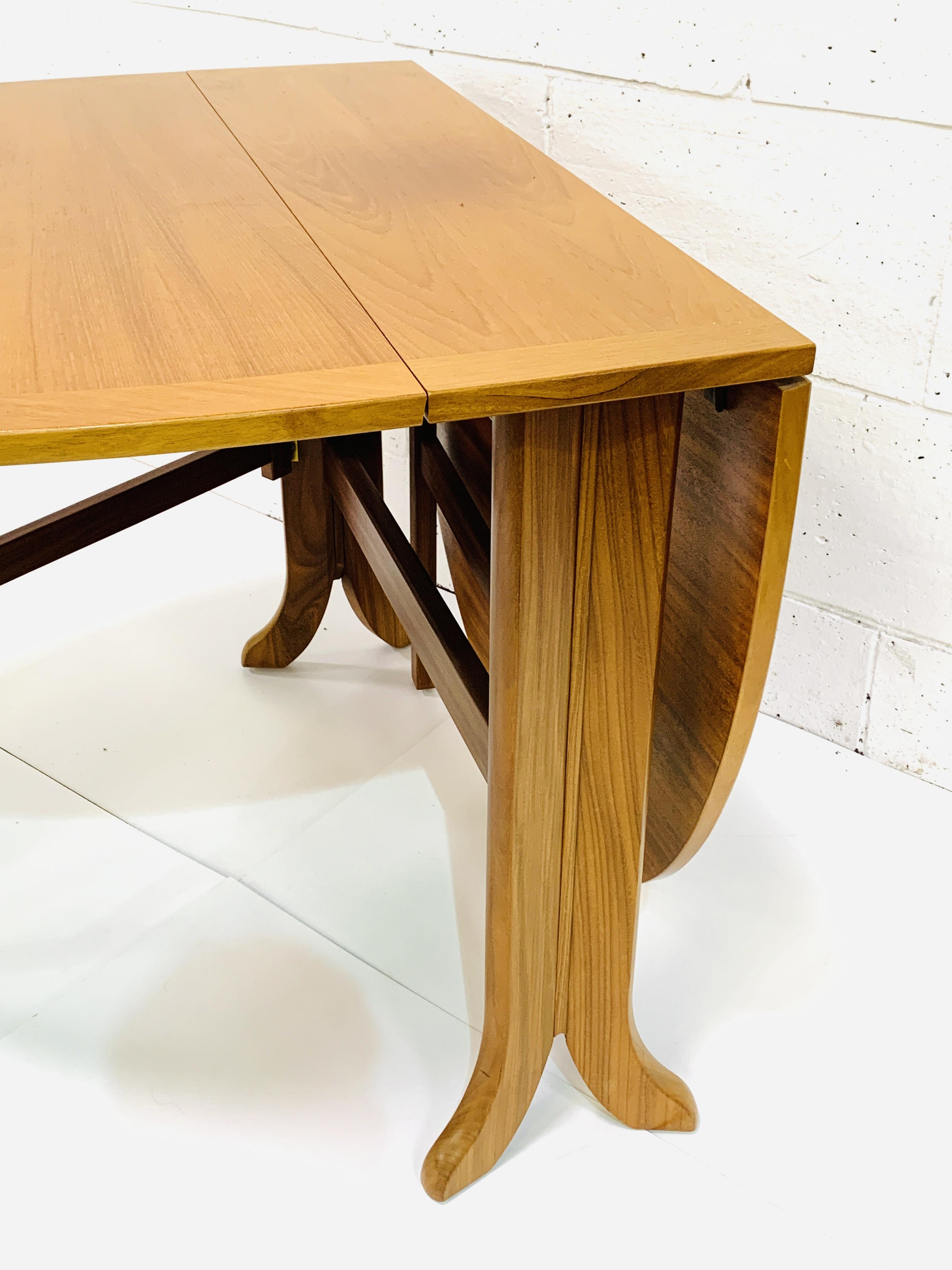 Contemporary hardwood gateleg drop side table - Image 4 of 4