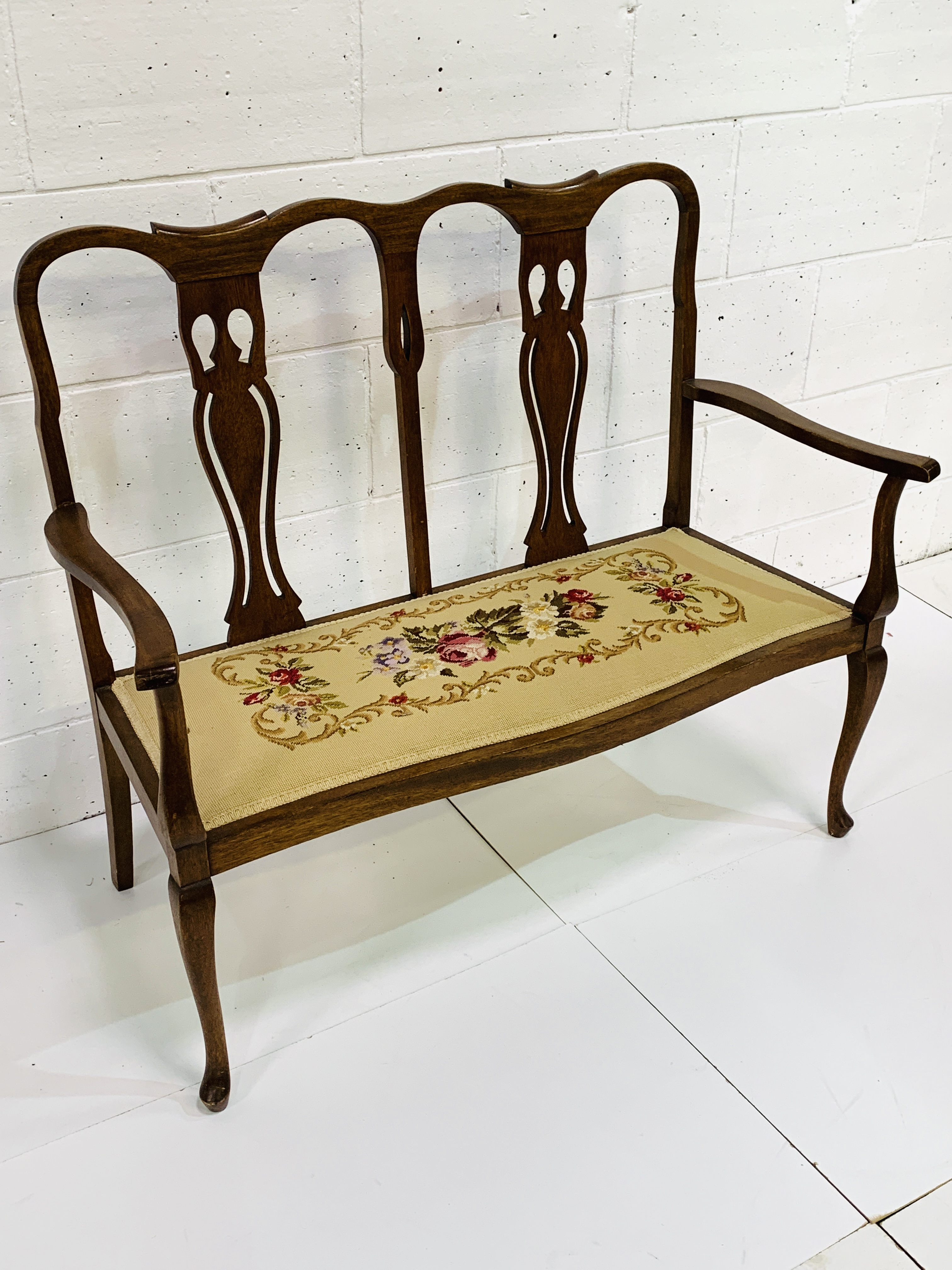 Mahogany framed two seat settle - Image 3 of 3