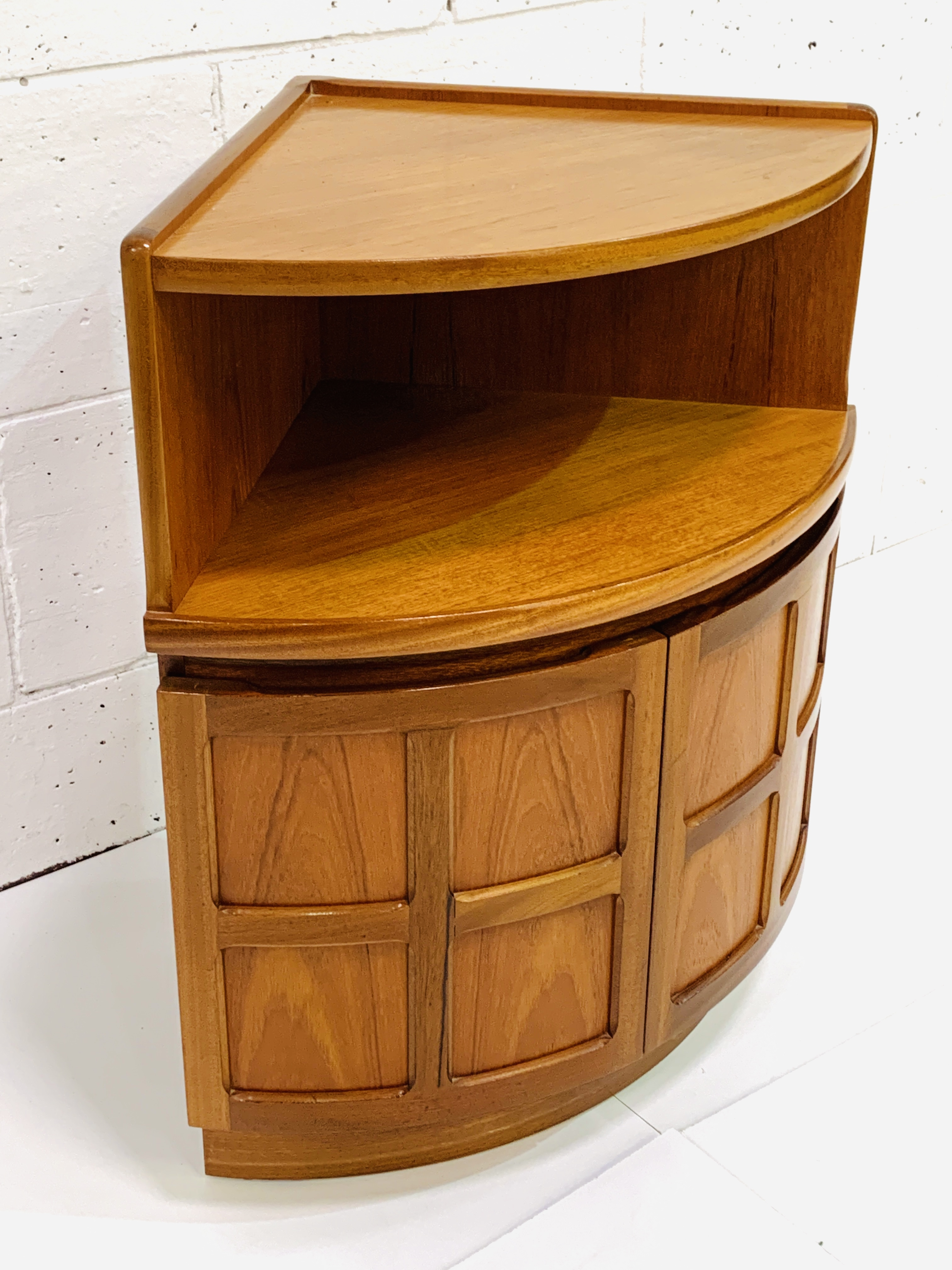 Nathan Furniture floor standing corner unit - Image 3 of 4
