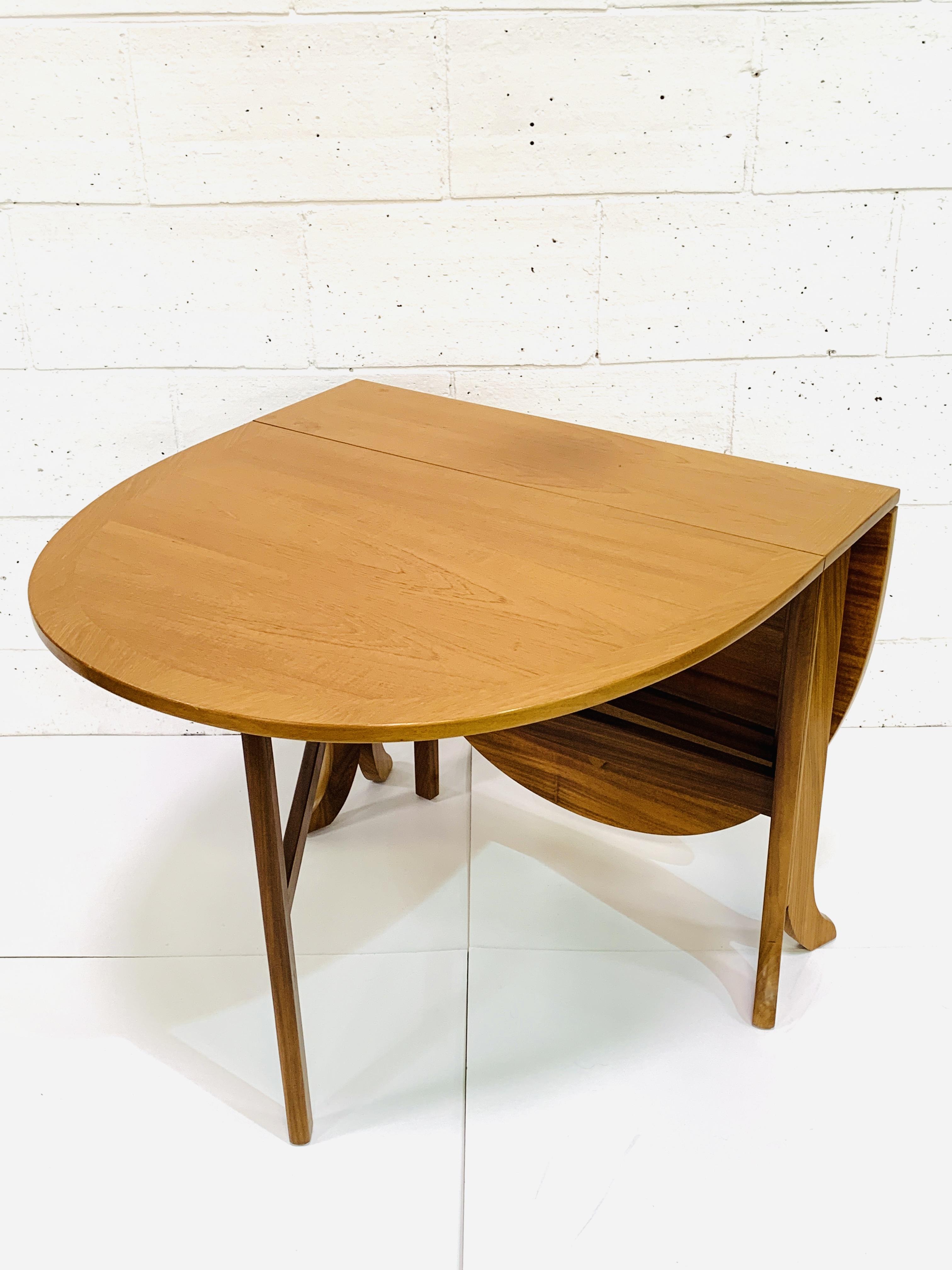 Contemporary hardwood gateleg drop side table - Image 2 of 4