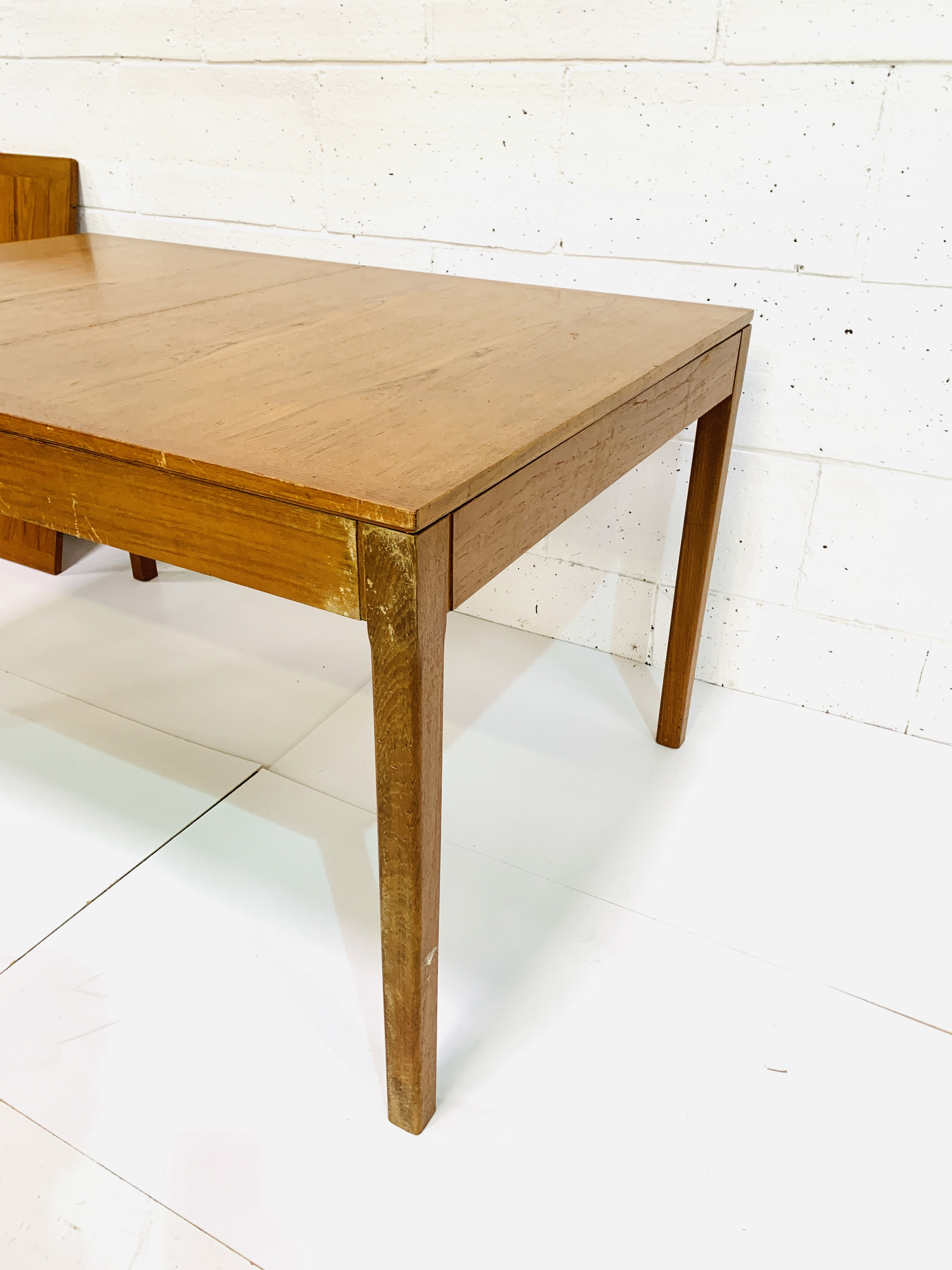 Teak extendable dining table - Image 3 of 4