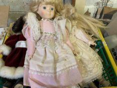 Quantity of dolls in costume