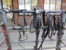 Complete set of leather harness to suit 14.2 to 15.3hh horses, with reins. In good condition.