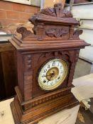 Oak cased Ansonia Clock Company 'Syria' 8 day mantel clock,