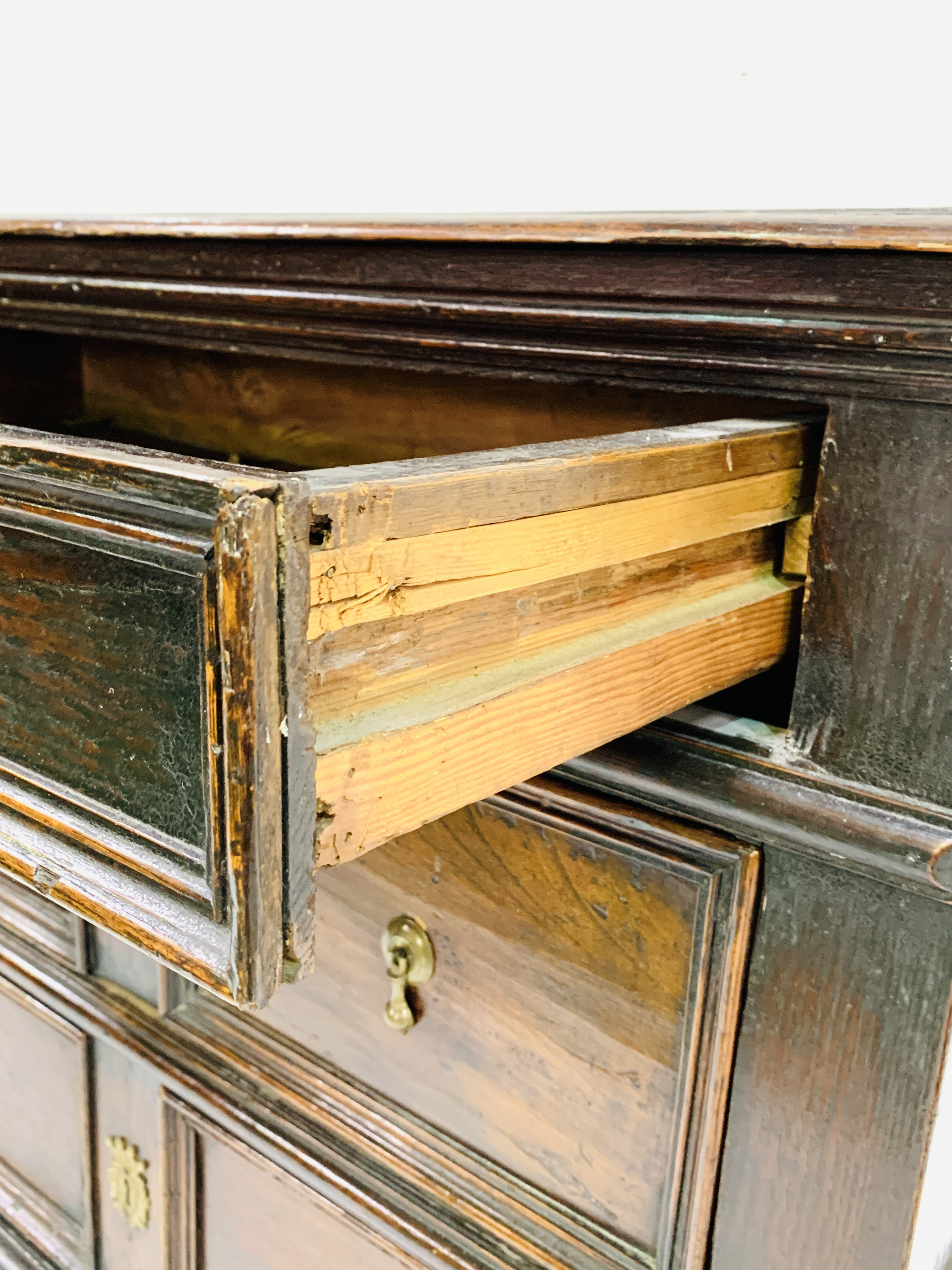 Early 18th Century oak chest of three drawers - Image 6 of 9