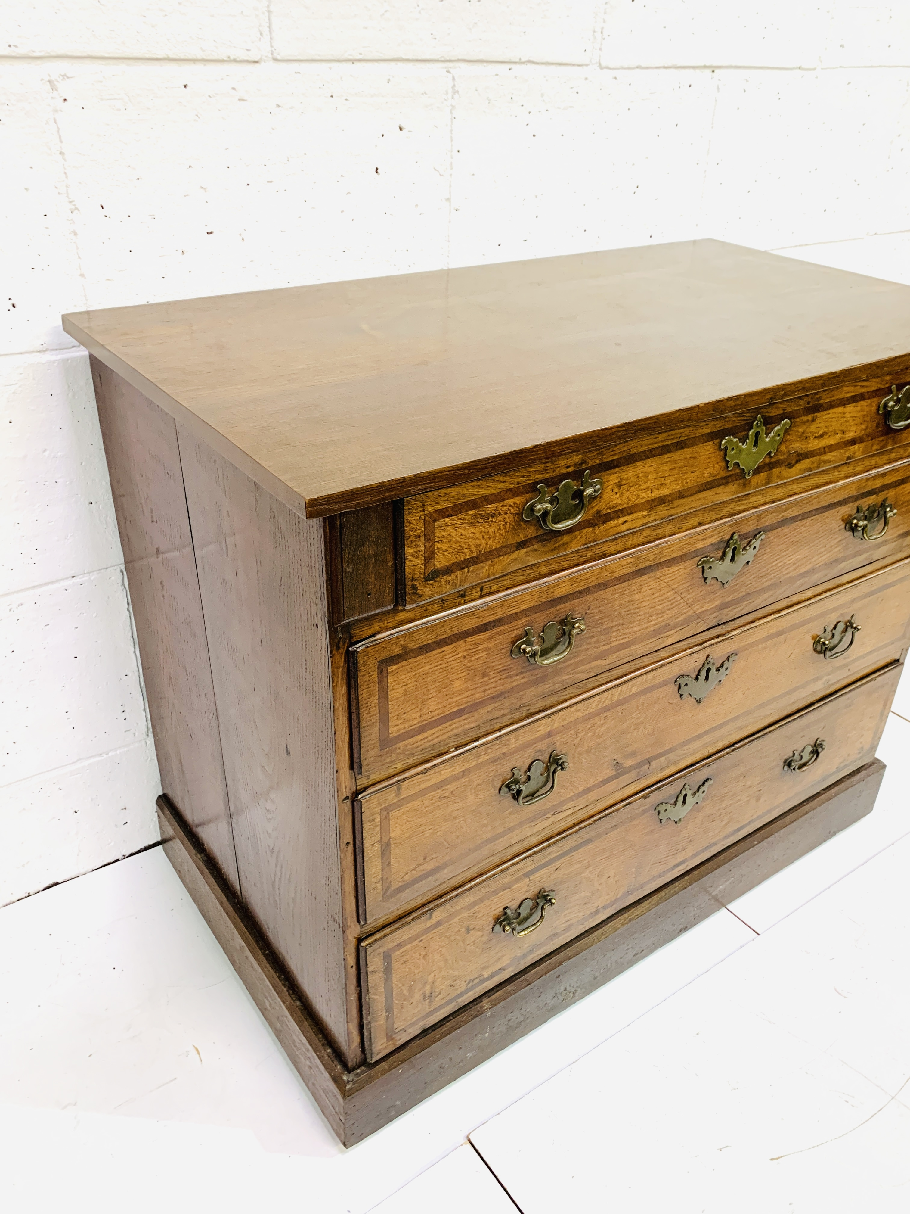 Mahogany chest of four graduated drawers - Image 3 of 5