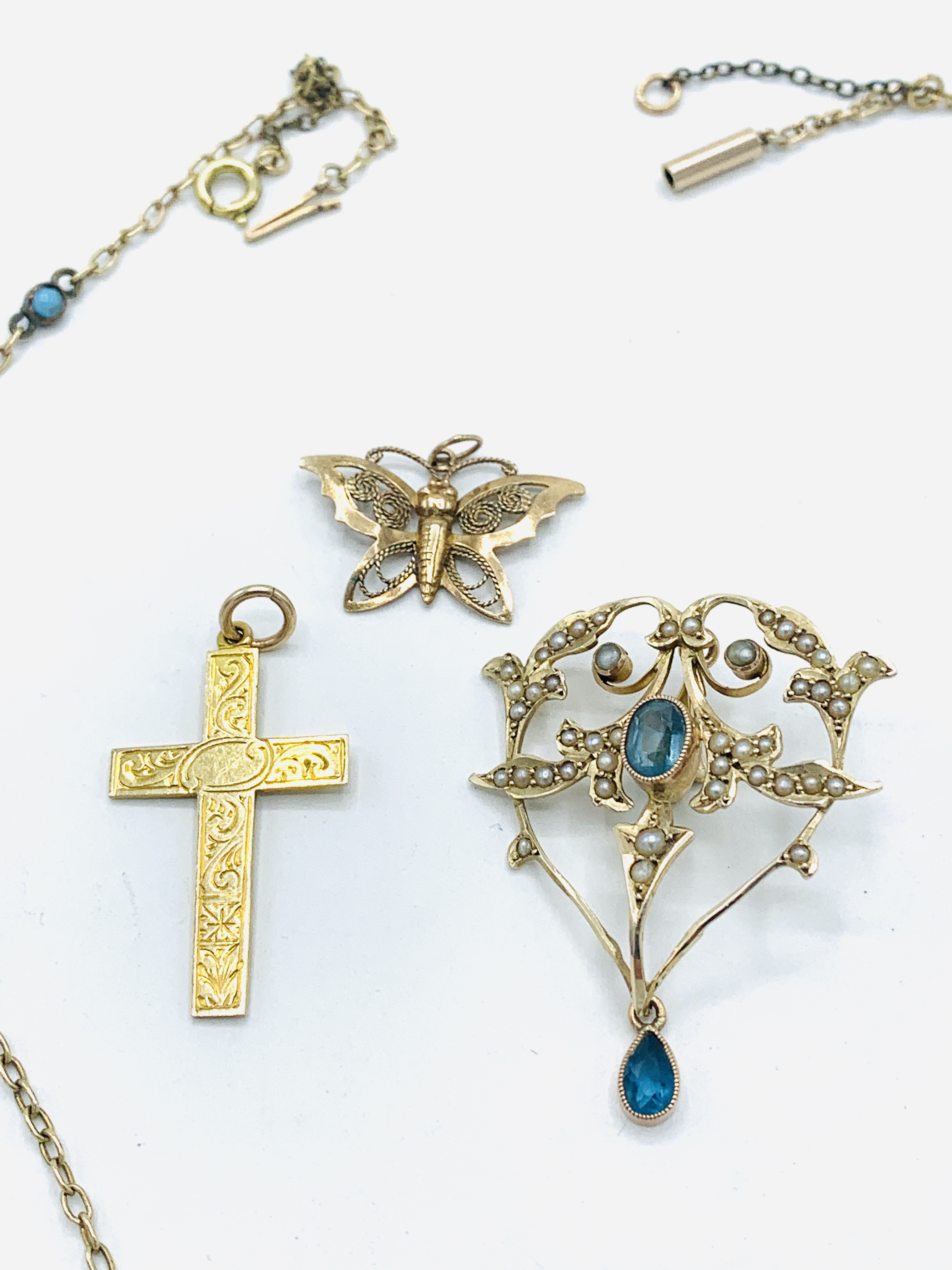 9ct gold aquamarine and seed pearl pendant; gold and turquoise chain; gold cross; butterfly brooch - Image 5 of 5