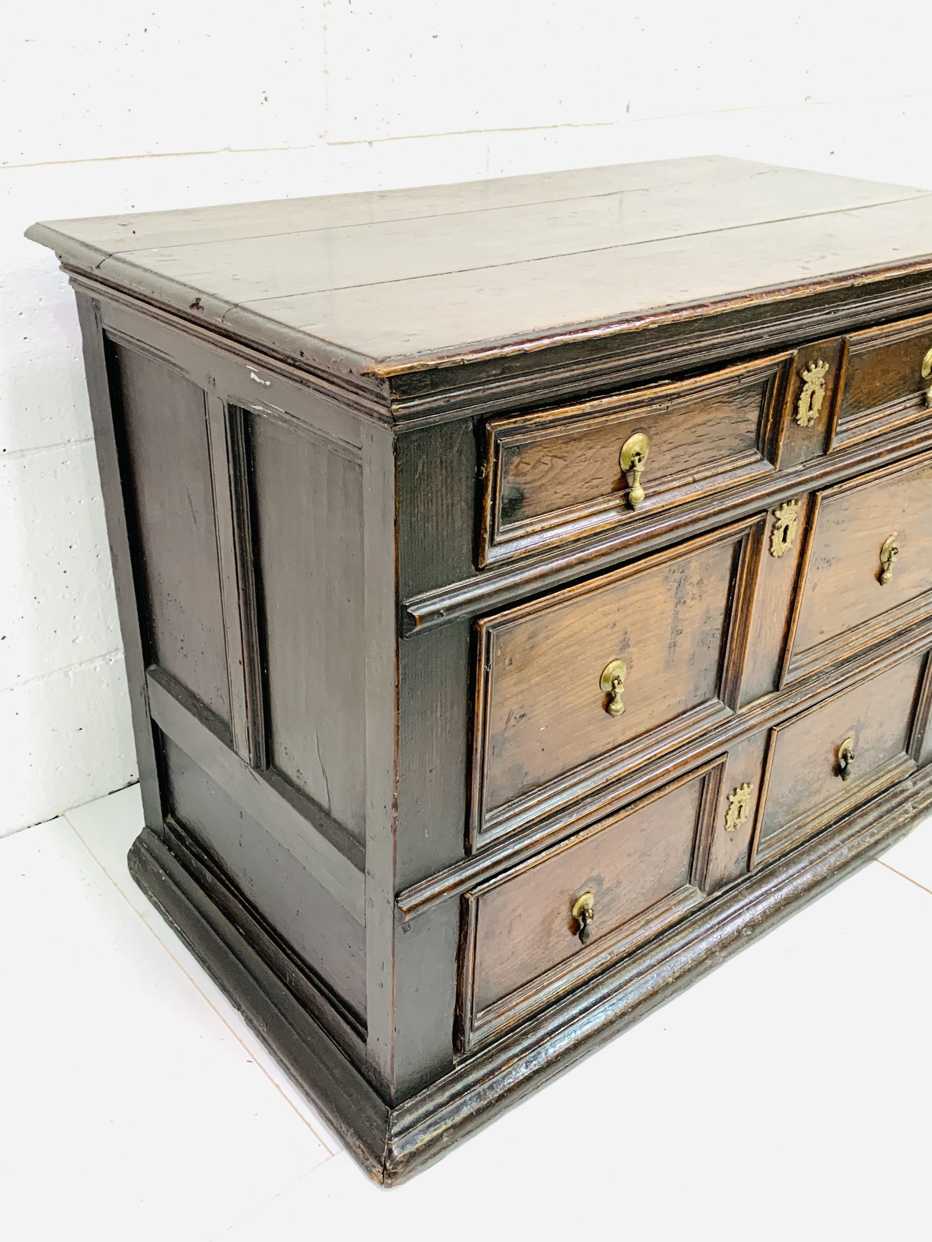Early 18th Century oak chest of three drawers - Image 9 of 9