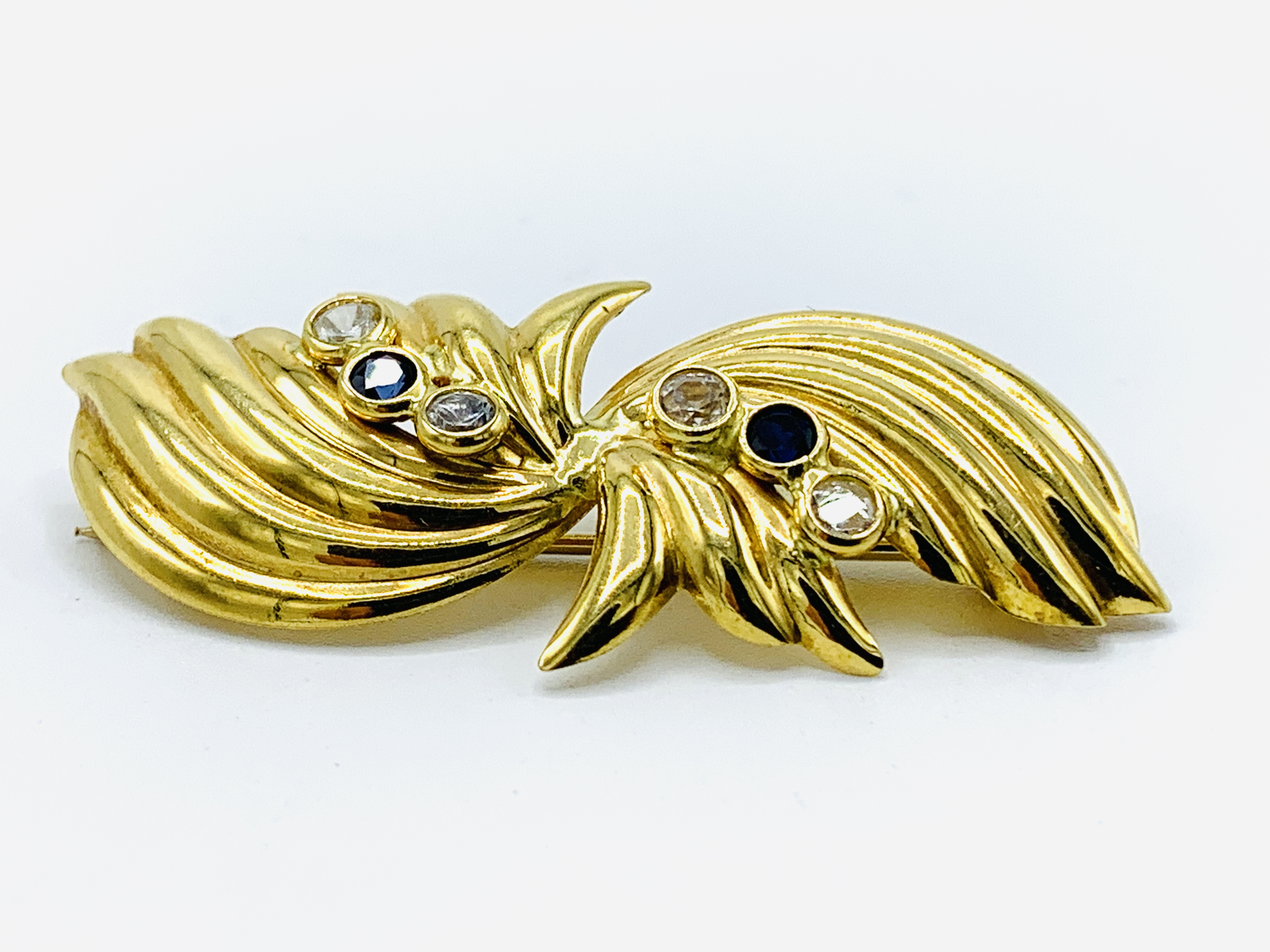 Contemporary Italian bow design 18ct gold brooch - Image 2 of 5