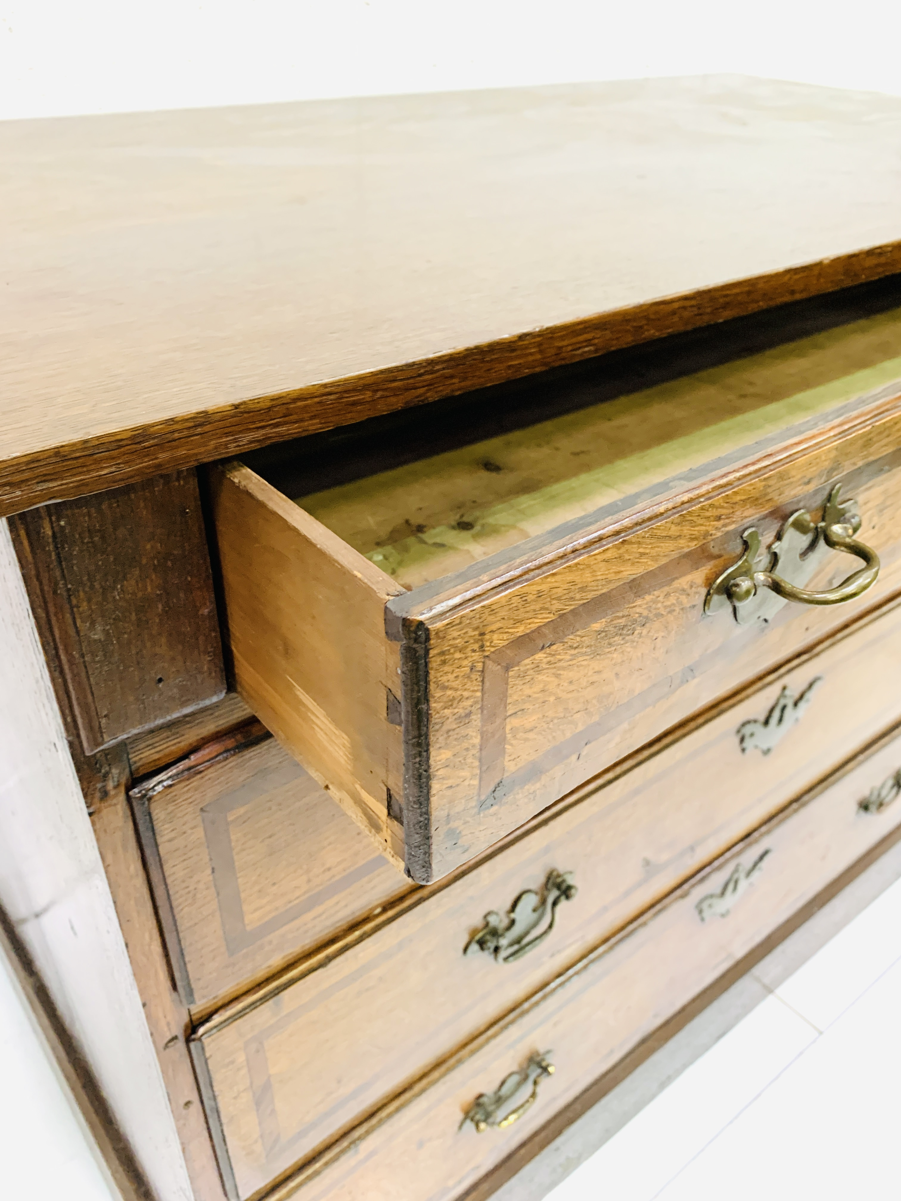 Mahogany chest of four graduated drawers - Image 4 of 5