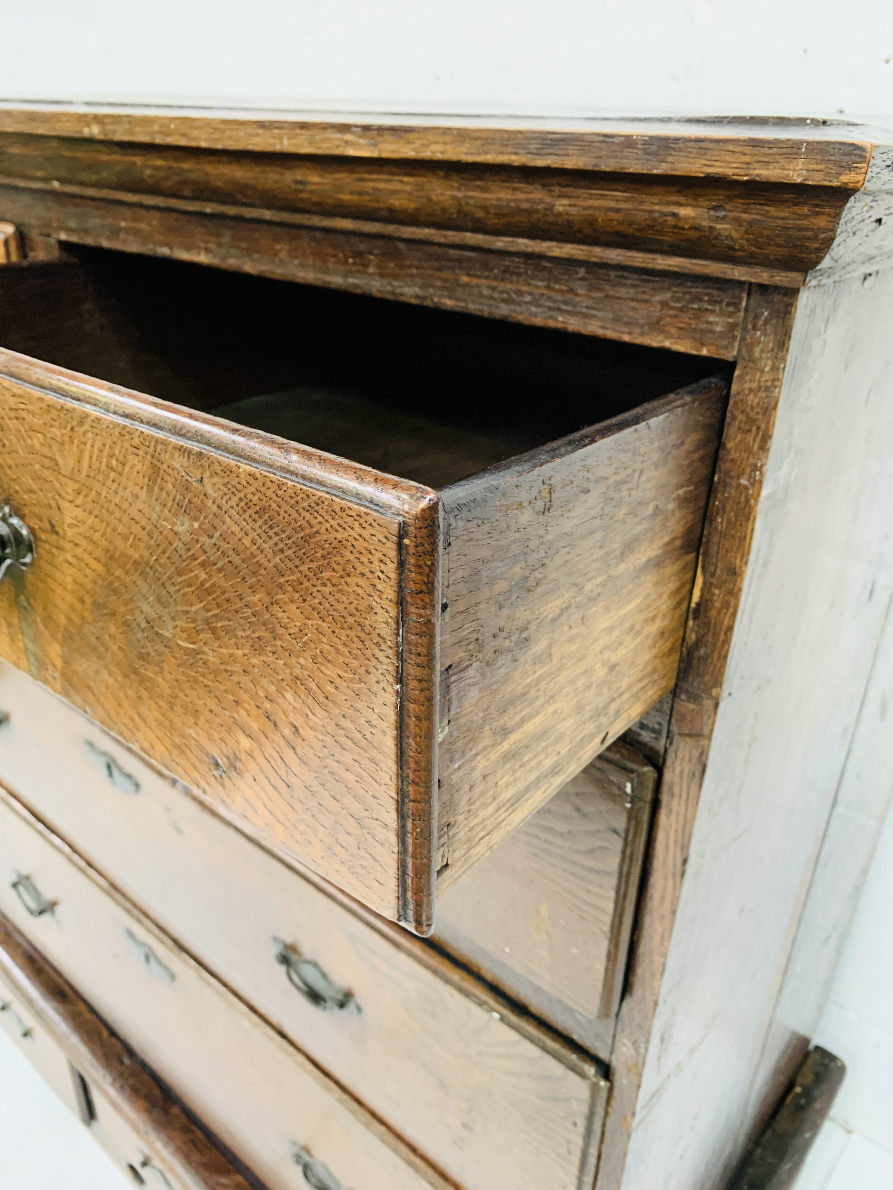 18th century oak chest of drawers - Image 6 of 6