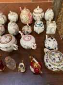 Victoria and Albert Museum porcelain teapot collection by Franklin Mint