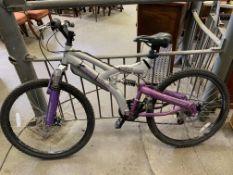 Lady's XT910 mountain bike