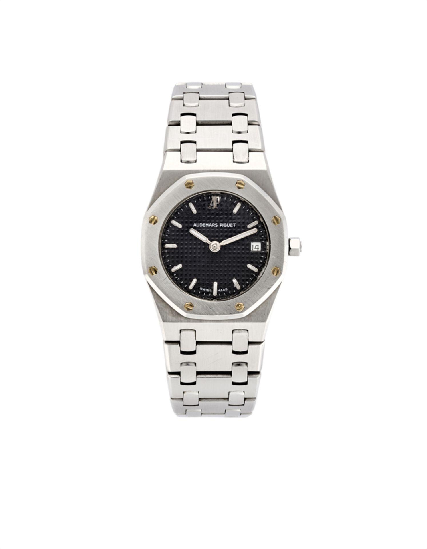 AUDEMARS PIGUET ROYAL OAK<br>Lady's steel wristwatch<br>1990s<br>Dial, movement and case signed<br>Q