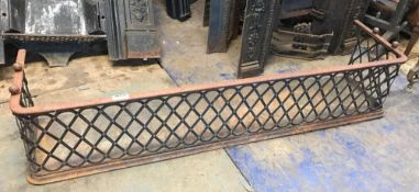 1 x Antique Cast Iron Fireguard - Dimensions: Width 152cm x Depth 37cm x Height 31cm - Ref: JB270 (
