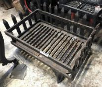 1 x Antique Fire Grate - Dimensions: 46 x 31 x Height 31cm - Ref: JB269 (F) - Pre-Owned - NO VAT
