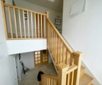 1 x Solid Wood Oak Staircase With Gallery Landing And Balustrade - NO VAT ON THE HAMMER